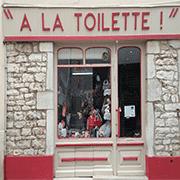 A La toilette